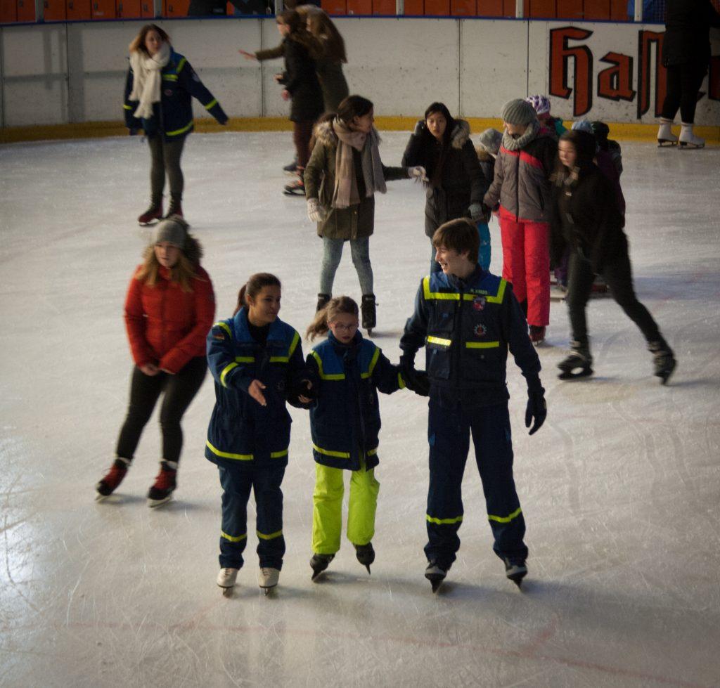 Hilfe beim Eislaufen